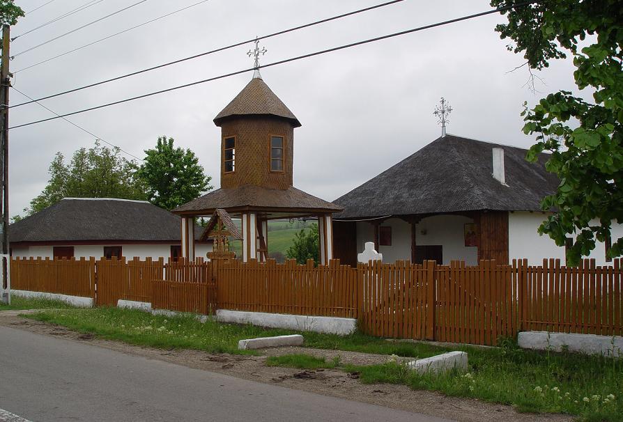 """Biserica ,,Sf. Arhangheli şi Sf. Cuv. Rafail"""" – Bursucani"""