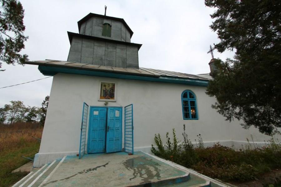 Trei biserici din lut au ţinut piept comunismului la Bălăşeşti